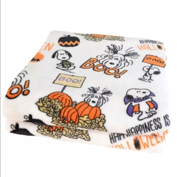New Berkshire Blanket PEANUTS Snoopy Fleece Throw Blanket
